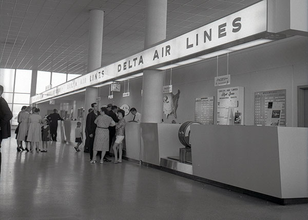 Delta check in, Detroit, 1960