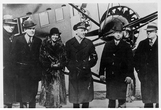 boston-maine_1933_amelia_earhart_with_executives_and_stinson_t