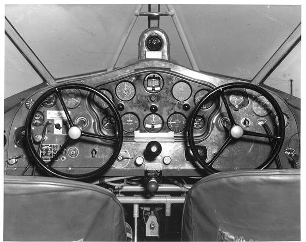 Northeast Stinson Reliant cockpit
