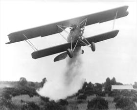 huff-daland_duster_in_action_1920s