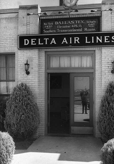 Dallas Love Field entrance for Delta, 1938