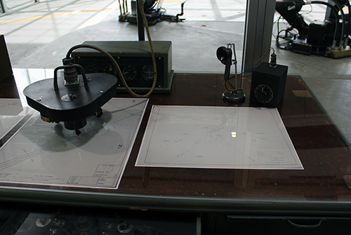 Link Trainer desk top