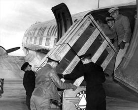Loading crate into Douglas DC-47