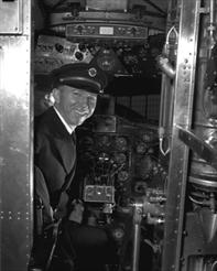 dc-3_pilot_in_cockpit