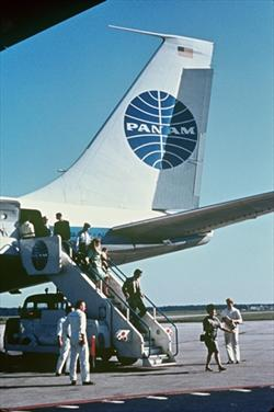 pa_deplaning_boeing_707_late_1950s-early1960s